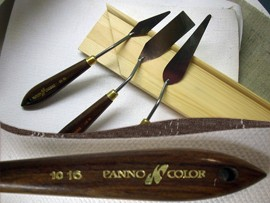 Painting knife with wooden handle - traditional - in different forms!